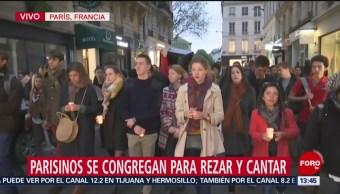 Foto: Realizan vigilia en París, tras incendio en Notre Dame