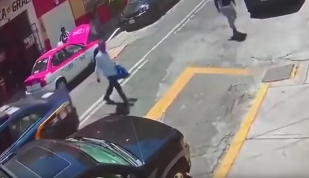 Escoltado-patrulla-robo-maleta-asalto-CDMX-video-viral
