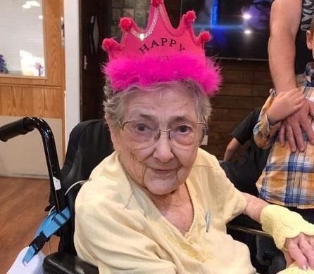 Rose Marie Betntley vivió durante 99 años sin saber que tenía los órganos internos invertidos (Newsweek)