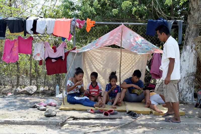 Migrantes permanecen varados en Mapastepec, Chiapas