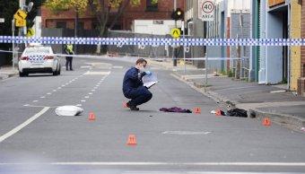 Disparan desde auto en movimiento afuera de bar en Australia; hay un muerto