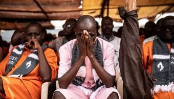 Foto: Ruandeses se reunieron el domingo para comenzar una semana de conmemoraciones solemnes, 7 abril 2019