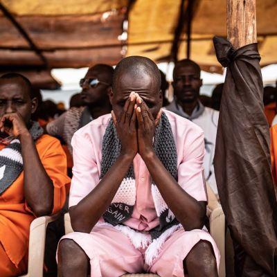 Ruanda rinde homenaje a 800,000 muertos en el genocidio de hace 25 años