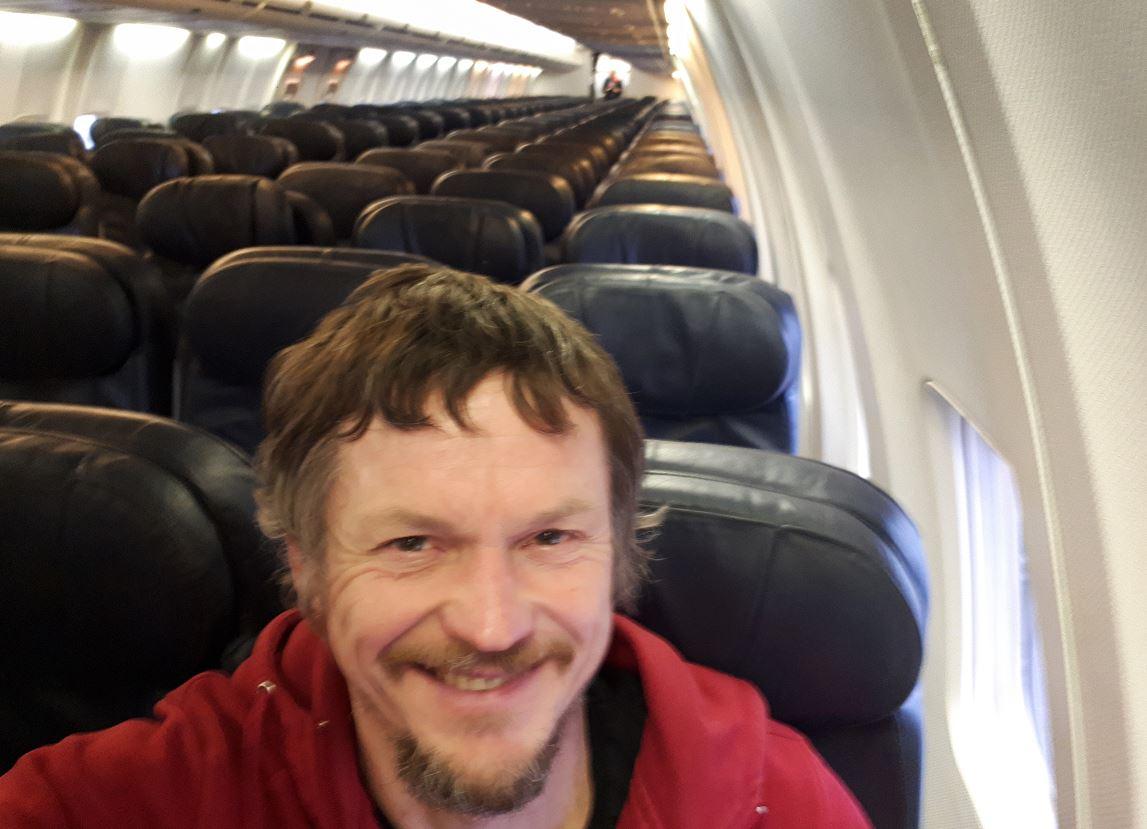 FOTO Skirmantas Strimaitis viaja soloen un boeing 737 2 ABRIL 2019