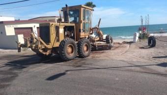 Foto: Trabajos de nivelación en vialidades de Bahía de Kino, 16 de abril 2019. Twitter @HermosilloGob