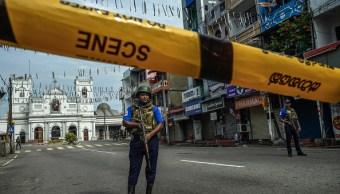 Foto: Personal de seguridad montó guardia en la iglesia de San Antonio en Colombo, Sri Lanka, donde ocurrió uno de los atentados, 24 abril 2019