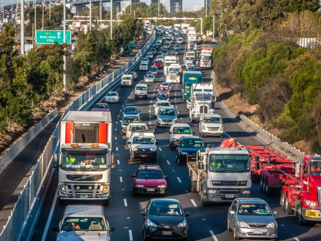 Una de las autopistas que conectan el centro de Melbourne con sus anillos industriales (Shutterstock)