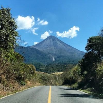 Aumenta actividad del Volcán de Fuego de Colima; semáforo pasa a amarillo