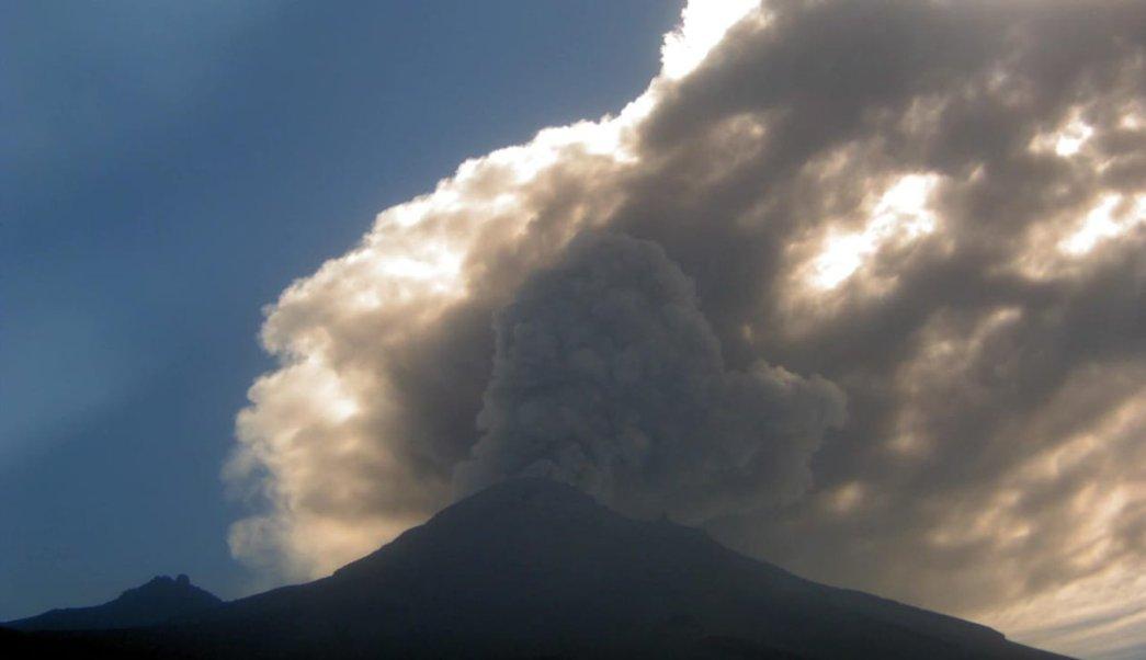 Foto Volcán Popocatépetl emite fumarola con alto contenido de ceniza 15 abril 2019
