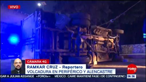 Vuelca camioneta con frutas y verduras en Periférico, CDMX