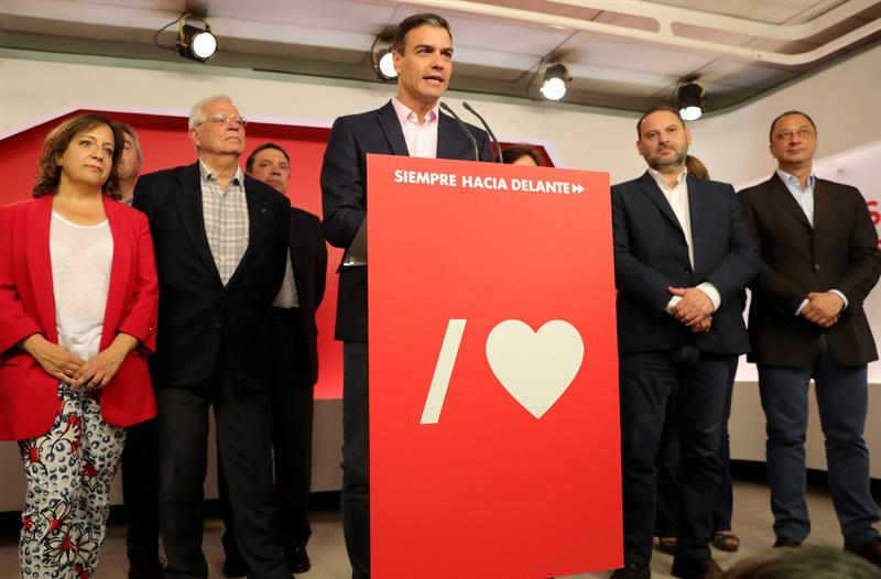 Foto: El líder socialista, Pedro Sánchez, celebró su victoria, que se suma a la conseguida en las legislativas del 28 de abril, el 27 de mayo de 2019 (EFE)