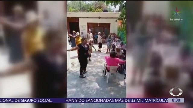 Abuelitas bailan tema de Carlos Rivera en asilo de Oaxaca