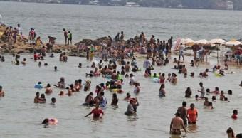 Foto; turistas en el puerto de Acapulco, 9 de mayo 2019. Twitter @PoliturAcapulco