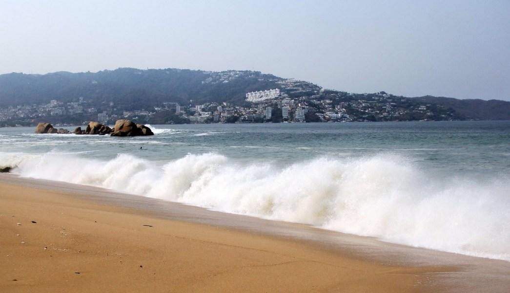 Foto: mar de fondo provoca alto oleaje en Acapulco, 17 de mayo 2019. Twitter @AcapulcoGob