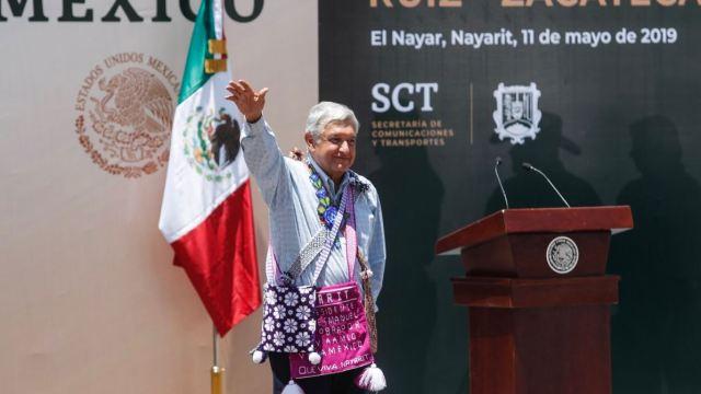 El presidente Andrés Manuel López Obrador durante la modernización de las carreteras Ruiz–Zacatecas y Tepic–Durango, desde El Nayar, Nayarit (Imagen: Notimex)