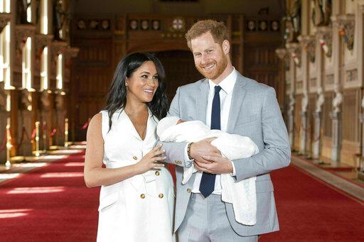 Foto: El príncipe Enrique y su esposa Meghan Markle presentan a su primer hijo ante los medios de comunicación en Reino Unido, 9 mayo 2019