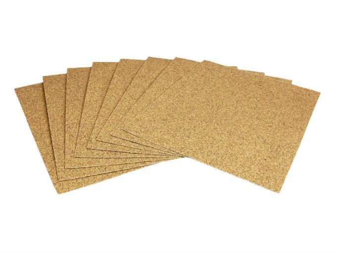 Asegúrate de utilizar un papel de lija con muy bajo calibre y con el contenido menos abrasivo posible, pues este método puede hacer más daños que reparaciones si no se tiene cuidado (ShutterStock)