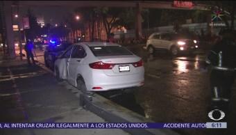 Auto choca contra poste en avenida Cafetales, CDMX