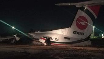 Foto: Avión se despista y se parte en tres, en Myanmar, 8 de mayo de 2019, Myanmar