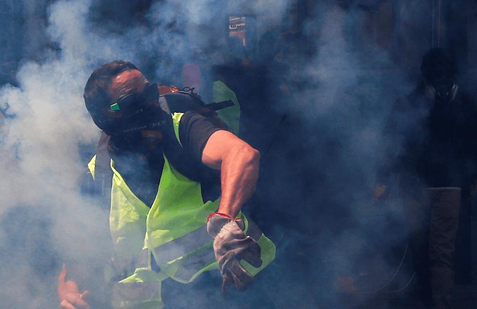 Foto: Chaleco amarillo durante protesta en Francia, 1 de mayo del 2019, París