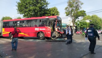 Foto Choca Metrobús y camioneta de valores en San Simón Tolnáhuac 28 mayo 2019
