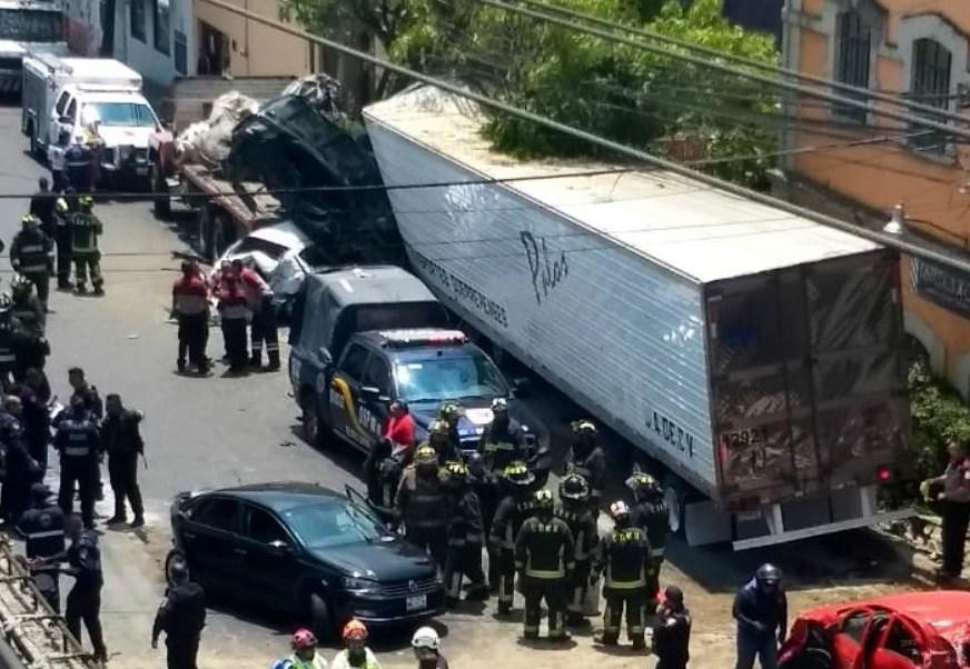 Foto: Suman cuatro muertos por choque de tráiler en Santa Fe, mayo 26 de 2019 (Twitter: @PortadorMx)