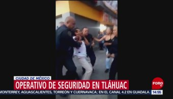 FOTO: Ciudadanos forcejean con policías para evitar detenciones, 28 MAYO 2019