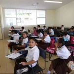 Foto: Un grupo de niños toman clases en una escuela pública en México, 15 mayo 2019
