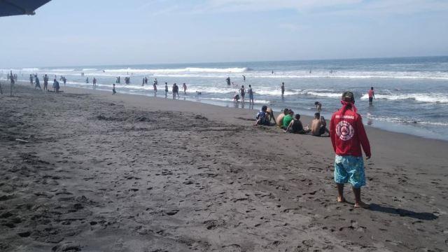 Protección Civil refuerza seguridad en costas de Colima por mar de fondo