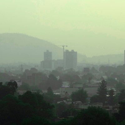 Capitalinos no modifican actividades pese a doble contingencia ambiental