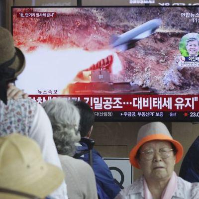 Corea del Norte dispara proyectiles y endurece su mensaje para EU