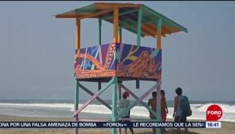 FOTO: Decoran torres salvavidas en playas de Oaxaca