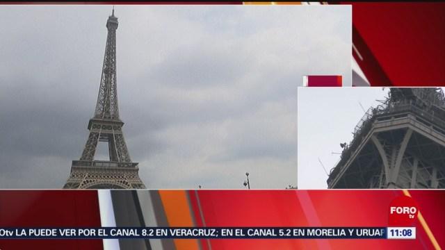 Desalojan Torre Eiffel por hombre que intentó escalarla