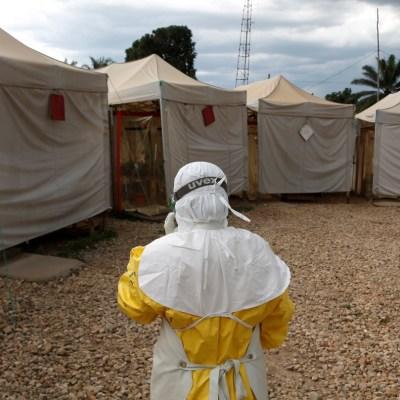 Suman más de mil muertos por ébola en el Congo