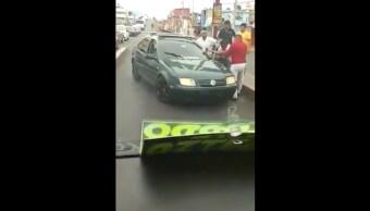 ataque-hacha-sentido-contrario-atacan-vehiculo-Ecatepec