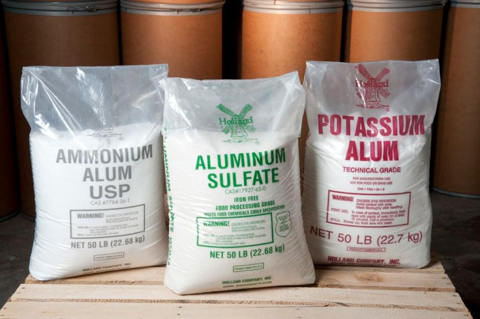 El alum es un producto común, aunque usted no lo crea. Se puede adquirir en farmacias, boticas o expendios de productos químicos (Holland Company)