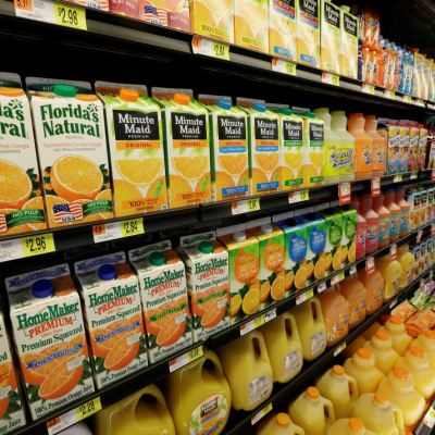 Jugo de naranja es igual de dañino que el refresco: estudio