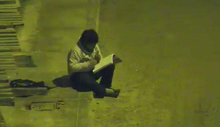 Foto Millonario árabe viajó a Perú para ayudar a niño que estudia en la calle 23 mayo