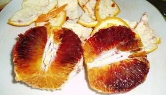 Foto: Una naranja sanguina, una mutación de la naranja dulce cuyo color rojizo se debe a la presencia de un pigmento común en algunas flores