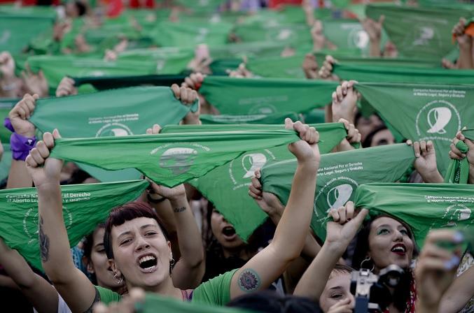 Foto: Miles de mujeres protestan para despenalizar el aborto en Argentina. El 19 de febrero de 2019
