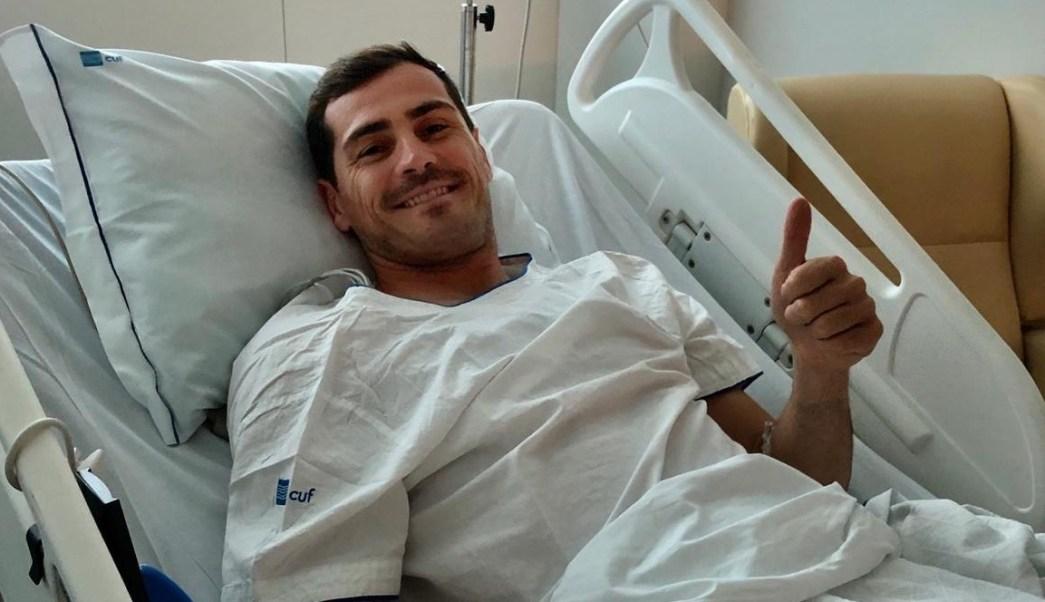Foto: El futbolista Iker Casillas manda saludos desde un hospital en Portugal. El 1 de mayo de 2019