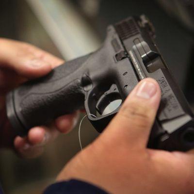 Profesores podrán portar armas en Florida tras masacre en Parkland