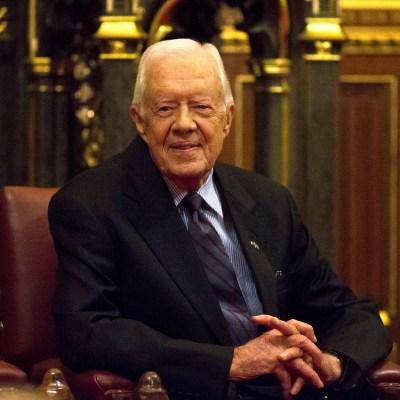 Operan al expresidente Jimmy Carter por fractura de cadera