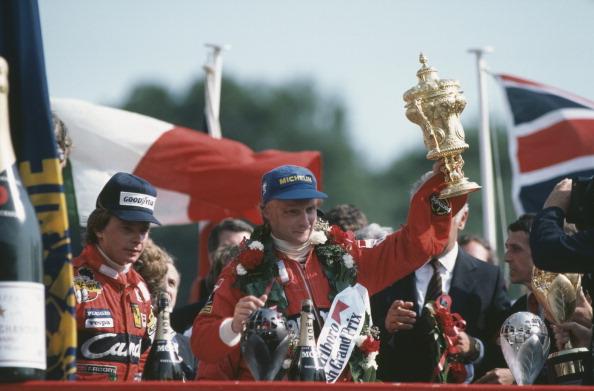 Foto: El piloto de carreras austriaco Niki Lauda con el trofeo después de ganar el Gran Premio de Gran Bretaña. El 18 de julio de 1982
