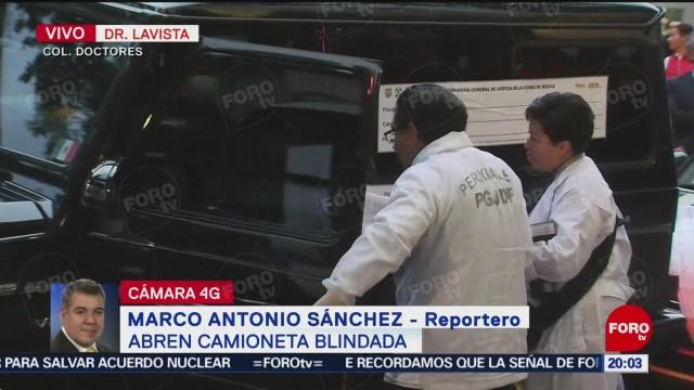 Foto: Inspeccionan camioneta donde hombres se atrincheraron en CDMX