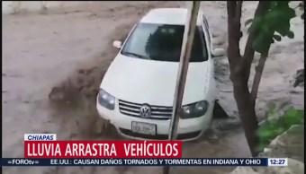Lluvia arrastra vehículos en Chiapas