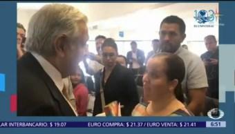 Maestra reclama a AMLO recorte a becas del Conacyt