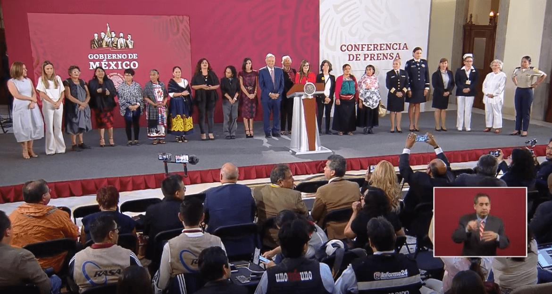 Foto: AMLO celebra el 10 de mayo con madres de familia en Palacio Nacional, 10 de mayo de 2019, Ciudad de México