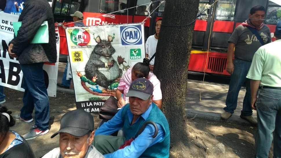 Foto Manifestantes protestan frente a la Secretaría de Energía 28 mayo 2019