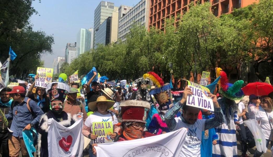Panistas participan en marcha contra el aborto en Ciudad de México